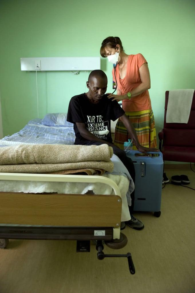 Médecins Sans Frontières doctor Jennifer Hughes examines DR-TB patient Andile Ndomile who stays at the step-down facility, Lizo Nobanda in Khayelitsha so he can have 24-hours access to oxygen. Photo by David Harrison