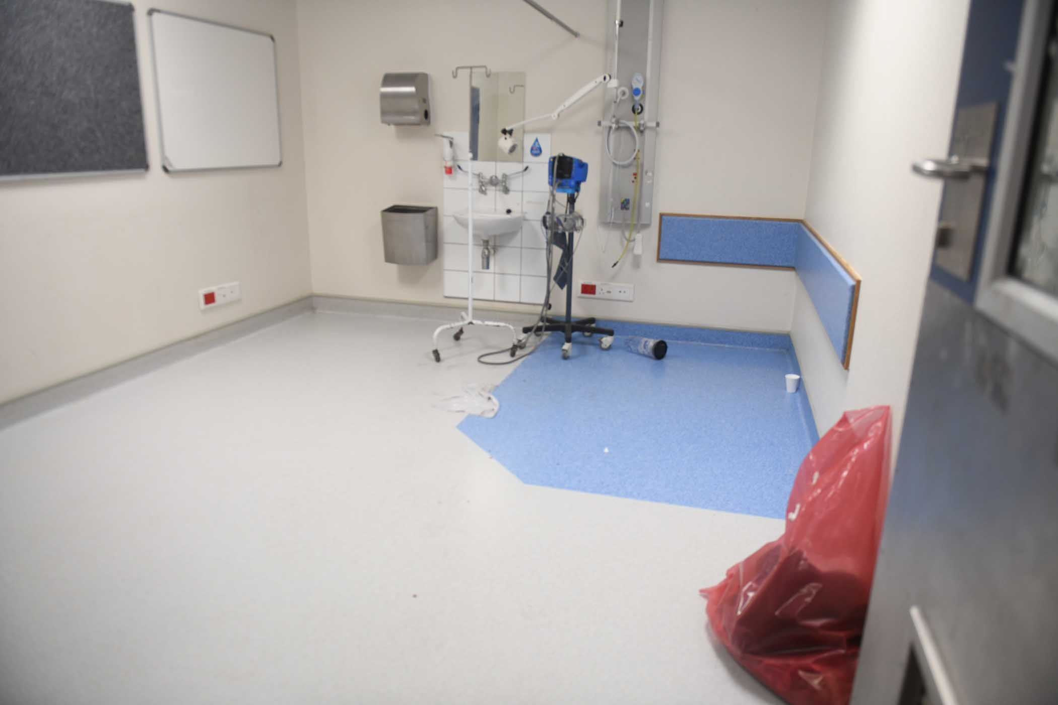 A fairly clean area in Livingstone Hospital during Health Minister, Dr Zweli Mkhize's tour of the facility. PHOTO: Black Star/Spotlight