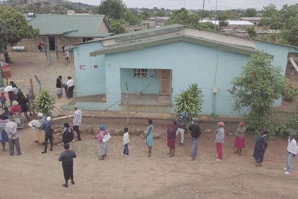Long queues at Manzini Clinic in Mpumalanga.